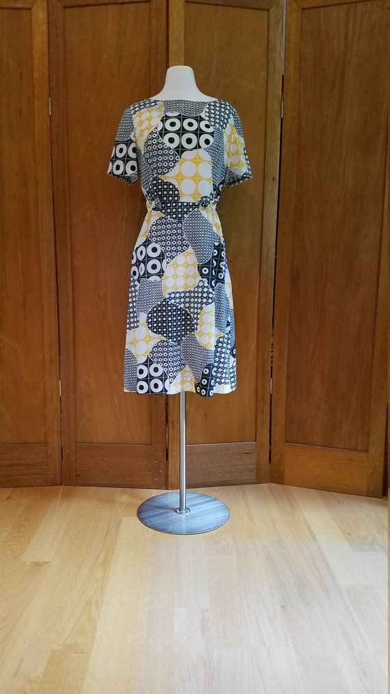 Psychedelic 60s Yellow, Black,and White Print Dres