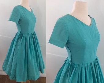 Susan Parsons Sydney retro crimp knit cerulean blue dress with lace feature size 18