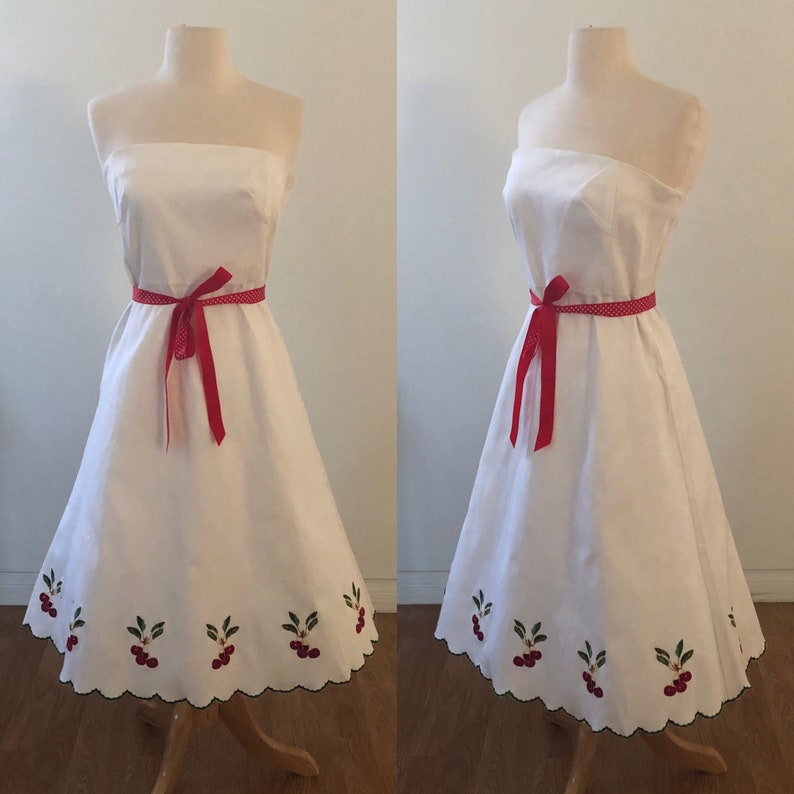 Vintage Style 50\u2019s Embroidered Cherry Scalloped Edge Dress Cute!