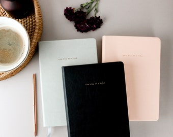 Minimalist undated planner | One Day At A Time Undated 4 months Weekly Monthly daily Planner | Gratitude Planner | Productivity Planner