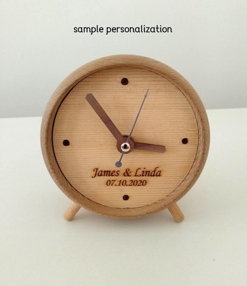 horloge de table en bois personnalisée