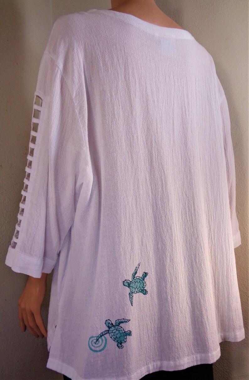 Sea Turtle silk-screened design. Lattice sleeve summer weight 100/% cotton top V-Neck