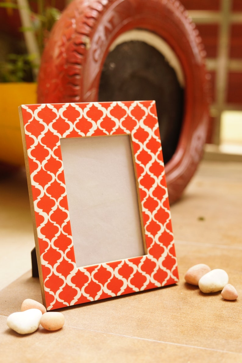 Handcrafted Wooden Table Photo frame in Red and white color geometrical pattern for 4 by 6 inch photo size by MyArtsyHouse