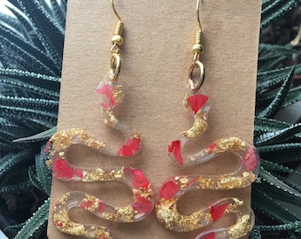 Snake earrings made of copper flakes and casting resin
