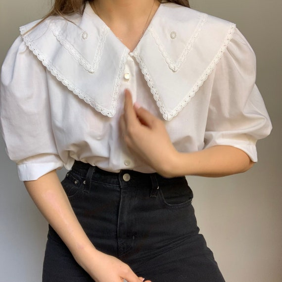 Vintage white embroidered  blouse, peter pan colla