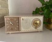 Vintage 1950s Zenith Clock Radio