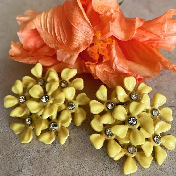 vintage 1960s yellow daisy flowers with rhinestone