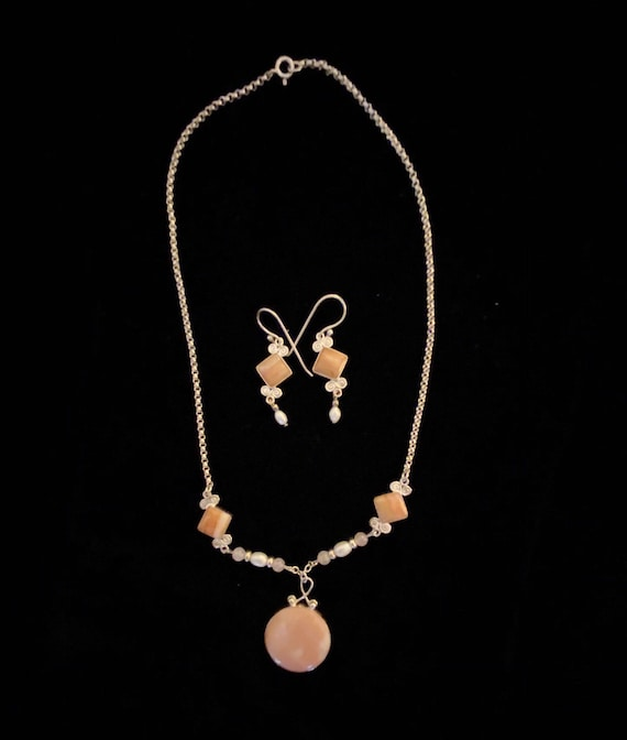 Art Nouveau delicate necklace and matching earring