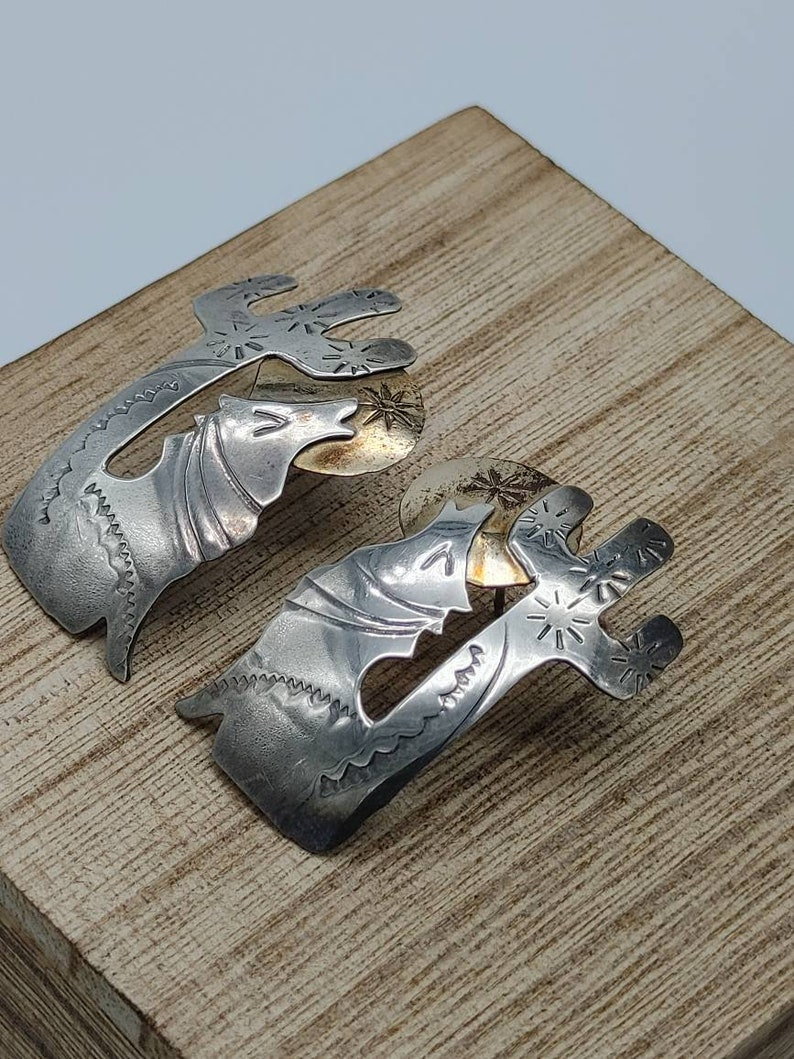 Wolf Howling at the Moon Vintage Navajo Sterling Silver earrings JT84