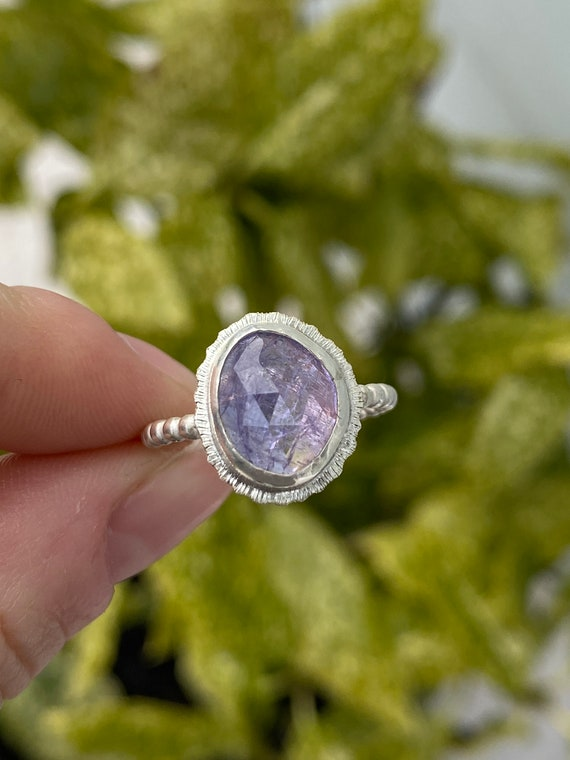 Minimalist Jewelry Size US 9 Natural Rose Cut Tanzanite Sterling Silver Ring with Serrated Bezel and Twisted Border