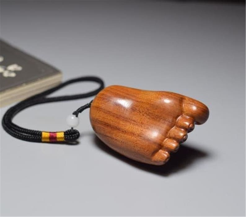 Content changle hand red acid branch solid wood text play small pendant foot Y spider mahogany carving handicraft article