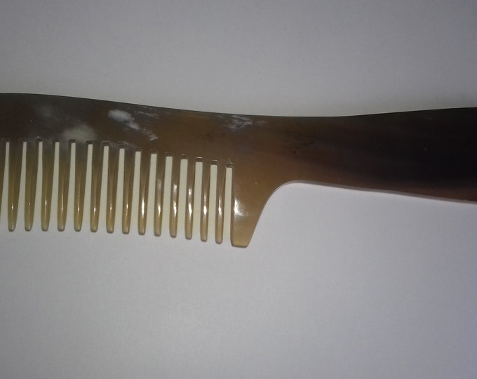 Horn comb with Channel
