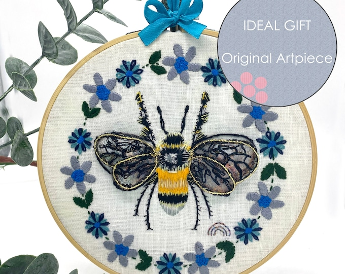 BEE & FLORALS - Gold work - Stump work - Hangy Hoop