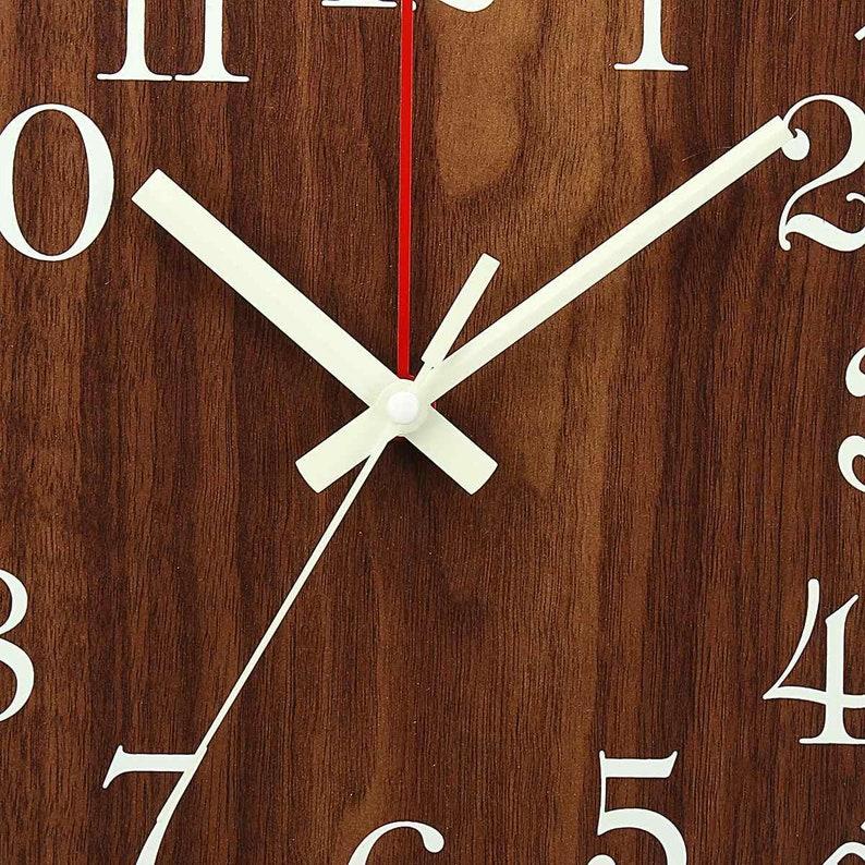 Main fait en bois 12 pouces lumineux horloge murale lumière silencieuse dans la nuit sombre Nordic Fashion Wall Clock Non Ticking Clock With Night Light