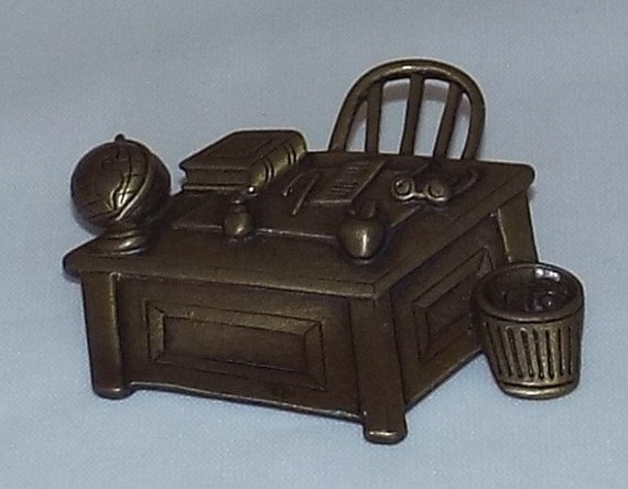 Book Apple Globe Glasses JJ Jonette Teacher/'s Desk Brooch Pin Two-Tone Gold Plated New Vintage on Card Gift