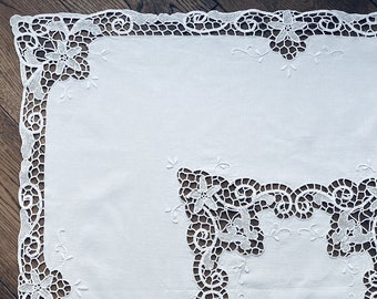 RARE FIGURAL LACE tablecloth One-of-a-kind medieval elegant Richelieu 37 round white linen with cutwork mythical merlion dragon mermaid