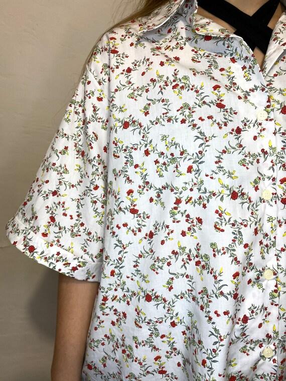 Vintage Shirt / Womens floral white shirt / retro