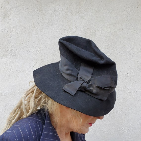 1930s Black Felted Fedora Hat with Bow