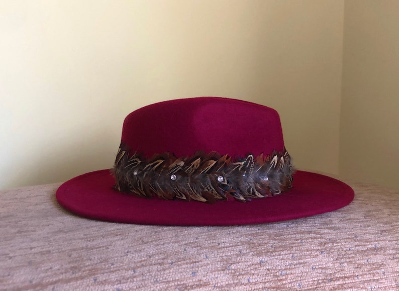 Fedora Hat Maroon Wool Pheasant Band Sparkle Glitter Gem\u2019s Beautiful Horse Racing Feathers Red