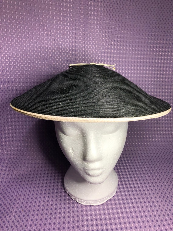 Beautiful 1950s black and cream platter hat