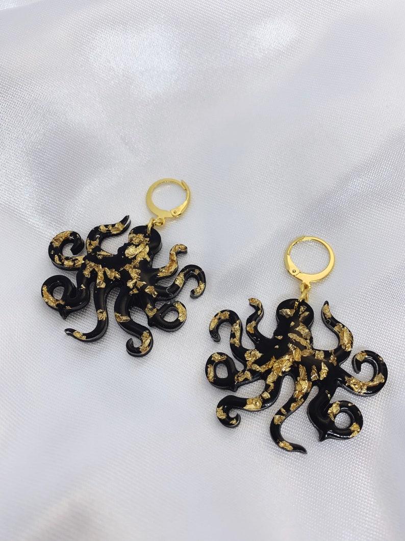 hecho a mano Resin octopus earrings resin earrings Black and gold stainless steel earrings octopus earrings trendy modern