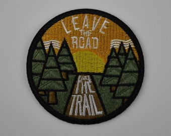 Patch thermocollant leave the road, embroidered travel theme crest