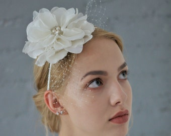 Floral Headpiece with birdcage veil, Headpiece for Bride, Fascinator with pearls