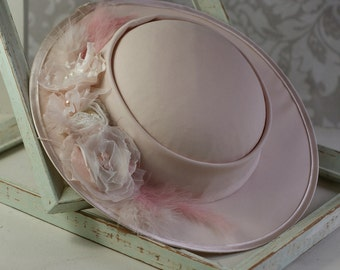 Cute hat for girl in nude color with feathers and pearls, Tae Party Hat for Girl, First Communion Hat, Flower Girl