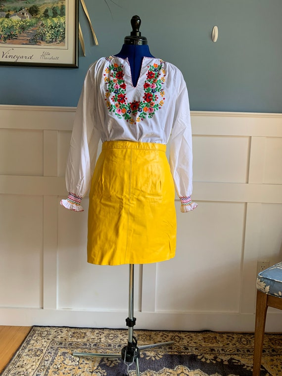 Vintage 1980s yellow genuine leather lined skirt h