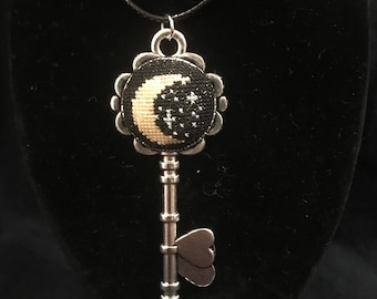 Silver Key necklace-Key jewelry-Silver-Skeleton key-gothic-cross-clover-heart