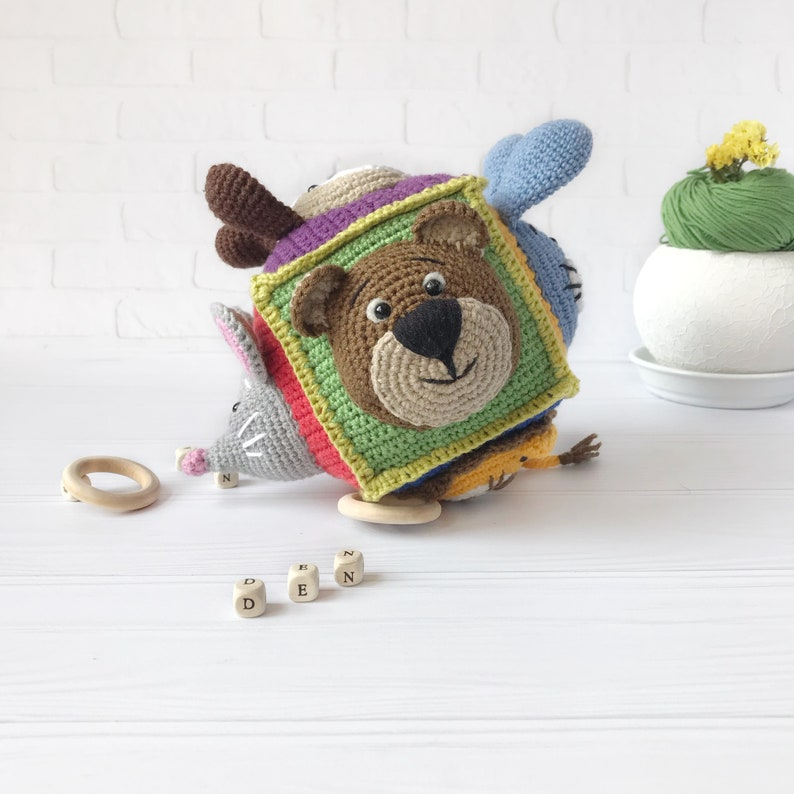 Activity cube animals crochet Montessori activity Education cubes Toys for the senses Buse cube for baby