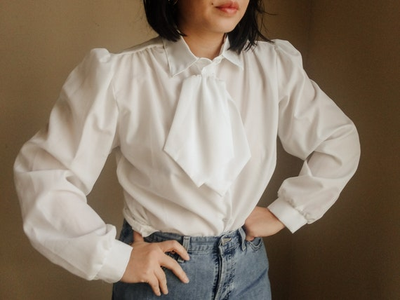 Vintage 1960s lace pleated puff sleeve blouse