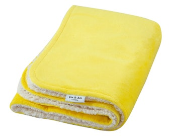 Isa & Ale, Fluffy Dog Blanket For Pets, Puppy Blanket Washable And Reusable, Soft And Warm Sherpa Fabric  for beds 100 x 70 x 20 cm (Yellow)