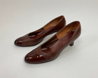 TRUE VINTAGE 1970s brown pumps patent and leather combo.  Andiamo Brand Made in USA size 8 with original box!