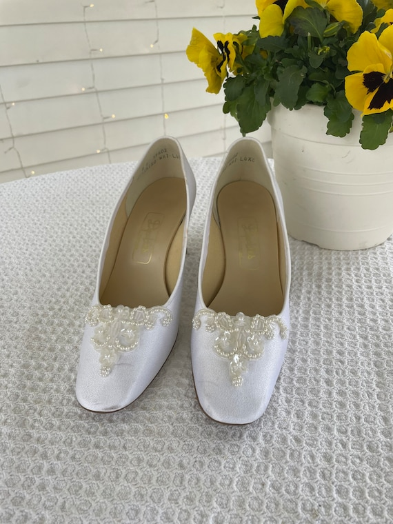 Vintage size 8 Womens White Beaded Wedding Shoes,