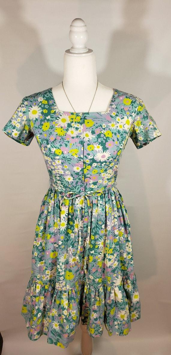 Vintage 50s 60s Swirl Floral Print Ruffle Dress wi