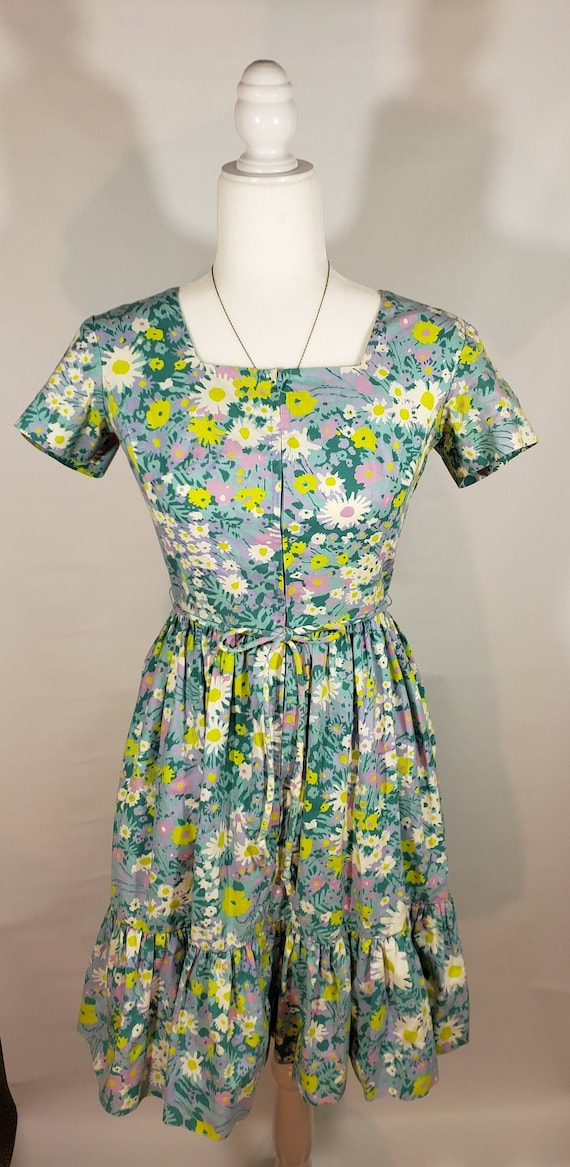 Vintage 50s 60s Swirl Floral Print Ruffle Dress wi