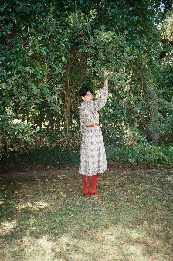 Vintage 1970s 70s Paisley Prairie Witch Mdi Dress… - image 9
