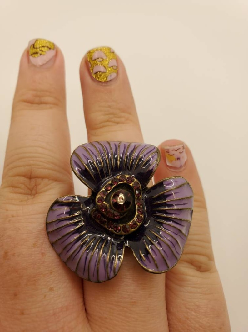 Stretchy flower ring with rhinestones