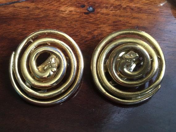 Gold SPIRAL SNAKE clip earrings | 1980s | Runway |
