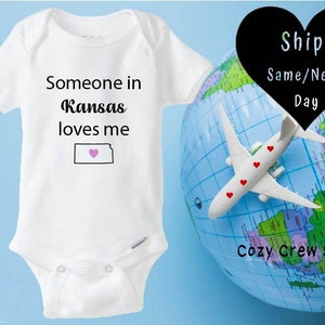 Present for Newborn Baby Boy Bodysuit Long Distance Baby Shower Gift Someone in Michigan Loves Me Onesie Baby Girl Outfit