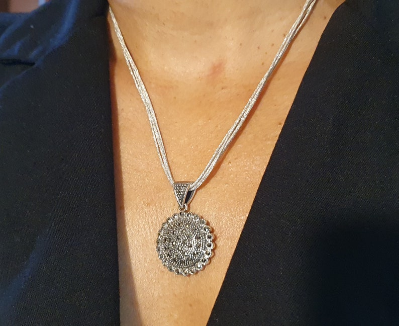 P8 MARCASITE round-shaped in the shape of a sun solid 925/% silver pendant and marked pendant