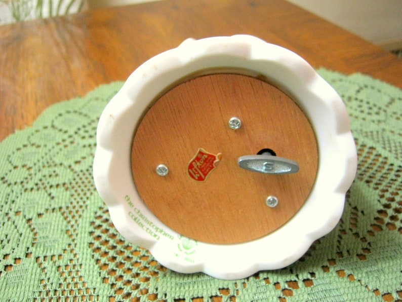 Sweet Vintage LEFTON Christopher Collection White Bisque Anniversary Bell MUSIC BOX Plays Anniversary Waltz