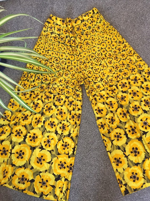 Incredible Bold Floral print 70s flares