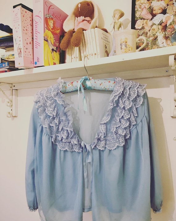 1940s frilly bed jacket