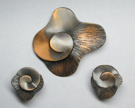 Winifred Mason copper pin / brooch and matching ea