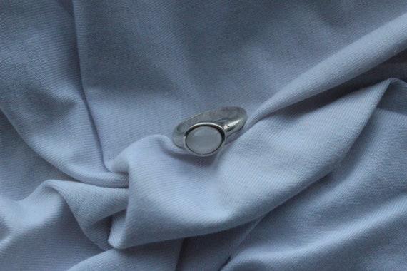 Vintage moonstone ring. Vintage milky stone ring.