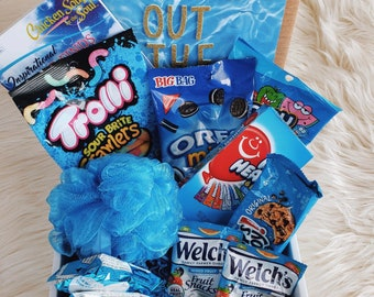 Something out of the blue giftbox with tasty snacks an treats
