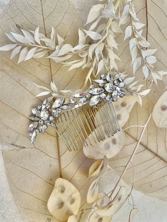 Bridal headpiece with crystal elements