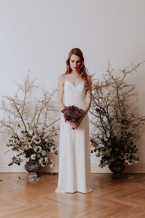 Vintage, minimalist wedding dress